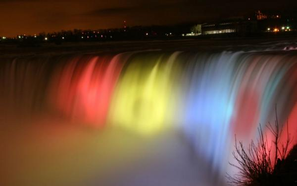 Niagara Falls at night...